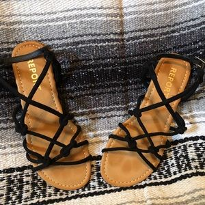 Report strappy flat sandals size 7